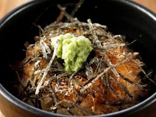 静岡から仕入れる黒はんぺん、香り高い本わさび、静岡茶