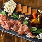 お好きなチーズ&タパスから自由に選べる『前菜3種盛り』