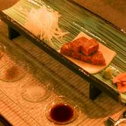 本日の前菜 たまゆらフォアグラフラン 時季の焼き野菜 厳選豪州産サーロインステーキ(80g) ごはん(ガーリックライスに変更+770円) お味噌汁・香の物 デザート コーヒー