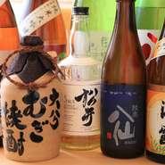 夏は爽やかな冷酒、秋はひやおろしなど、季節ごとに日本酒を入荷。常時15~20種類ほど揃い、訪れるたびに様々なお酒が楽しめます。ほかにも、焼酎やウイスキーなど多彩なお酒が充実。