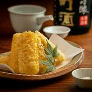 店の料理に合う味わいを店主が試飲してから厳選。宮城「乾坤一」、秋田「阿櫻」「まんさくの花」など、凛ときれいな味わいの食中酒が充実。新酒・夏酒・ひやおろしなど、季節ごとの限定酒もご用意しています。