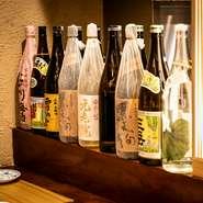 「黒天狗」「三岳」など、和食と好相性の焼酎をラインナップ。好みの味を見つけたい時には、気になる銘柄を30mlずつ味わえる「試飲セット」1000円がおすすめ。日本酒&焼酎から3種ほどの銘柄を試せます。