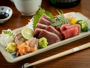 鮨職人として長年鍛えた目利き力で、旬の鮮魚を豊洲で直に仕入れ