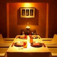 プライベートなご会合・ご接待などに最適な <個室を4部屋> <半個室を2部屋> ご用意しております。  個室のご利用の際は直接お店にご連絡いただき、空き状況を確認ください。