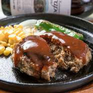 穀物飼育された牛肉にこだわり、オーストラリア産の赤身肉を仕入れています。それ以外の部位に関しては国内外問わずに新鮮なものを厳選。魚介や野菜に関しては、瀬底氏自らの目で確認したものを使用しています。
