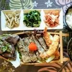 贅沢にタン元だけを使用している為柔らかく、肉汁溢れるステーキ!なかなかお目にかかれない厚切り牛タンステーキ!