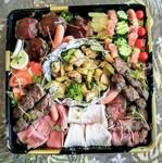 肉汁溢れる炙り上タンとサーロイン、リヴロース、濃厚赤身のローストビーフ、三元豚のプレミアムローストポークを家飲み用のセットにしました。