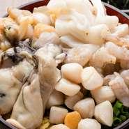 食材は毎日仕入れるようにしている【月島もんじゃ がってん】。品質にこだわっており、豊洲の信頼している業者から「牡蠣」「あさり」「鮪」など、新鮮な魚介を取り寄せています。