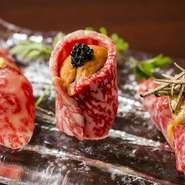 『和牛の雲丹キャビア寿司』や『和牛のフォアグラ寿司』など、高級食材を贅沢に使った握りの数々。和牛の濃厚な味わいとご飯が口の中で溶け合い、抜群の一体感を奏でます。