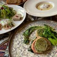 ・前菜盛り合わせ ・旬野菜のスープ ・選べるメイン ・バゲット