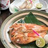旬魚の美味を丸ごと味わえる、自家製の一夜干し各種