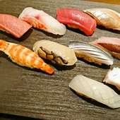 伝統的な『江戸前鮨』と沖縄素材の『琉球鮨』