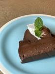 こだわりのチョコレートを使用し、じっくり焼き上げました。濃厚な味を堪能ください!