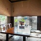 接待などの会食にふさわしい、厳かなムード漂う個室空間