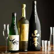 ビール、ワイン、果実酒、焼酎、日本酒、ウヰスキー、カクテル、強炭酸ハイボール、強炭酸サワー。9つのカテゴリーの美酒がズラリ。中でも日本酒は「レア」「数量限定」など滅多にお目にかかれない銘柄があります。