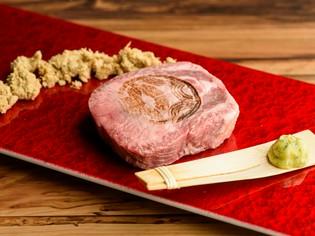 新しい食べ方を提唱する『八百富さんの糠漬け厚切りタン塩』