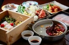 魚介系の出汁をふんだんに使った、ブイヤベース風鍋のコースです。