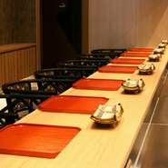 檜一枚板のカウンター、ぜいたくなひとり飯を満喫