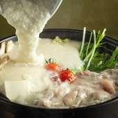 粘り気の強いふわっふわな自然薯をたっぷりとつけて食べる究極の『三元豚しゃぶ肉のとろろ鍋』