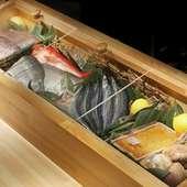 目利きで仕入れる旬の新鮮魚介をオススメの料理で堪能