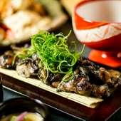 地鶏の肉汁と香ばしさ『名古屋コーチンの炭炙り焼』