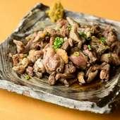 宮崎産のブランド鶏を炭火で豪快に炙り、旨みたっぷり&ジューシーに仕上げた『赤鶏もも炭焼100g』