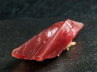 """佐賀屈指の江戸前寿司の名店。一貫ごとをひとつの""""料理""""に昇華"""