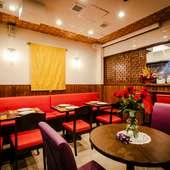 バンコクのレストランにいるような、楽しい空気感の中で憩える