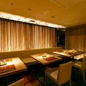7~10名までの食事会に最適。洗練された雰囲気の半個室