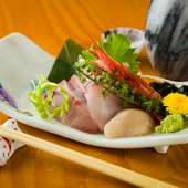 季節の鮮魚を思う存分味わえる『今日の刺身盛り合わせ』