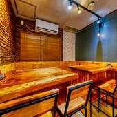 貸切も可能。清潔感あるラグジュアリーな空間で炭火焼料理の宴会