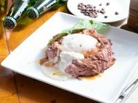 ランチでも人気な和風テイストの『自家製ローストビーフ丼』