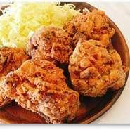 みんな大好き‼鳥取県産大山鶏使用‼アツアツでジューシーなからあげはおかずでもおつまみでもおやつにも!! 基本5個入りですが、ご要望の個数でご用意させていただきます。 いつか賞を取りたい。。