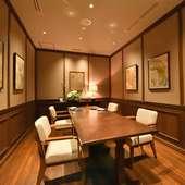 シックな個室空間。レストランでの結納や顔合わせ、食事会に最適