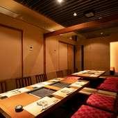 各種宴会に最適。大部屋にもできる個室席は、48名の収容が可能