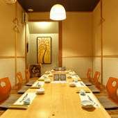 大小の個室は、少人数の食事会から団体の宴会まで利用OK