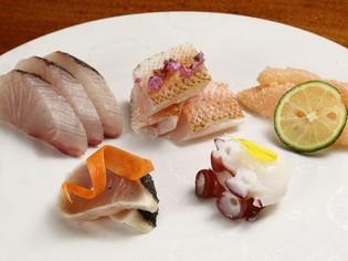 その日に水揚げされた魚介を選りすぐった『刺身盛合せ』