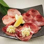 食感や味わいの異なる様々なタンを食べ比べられる『タン盛り』。ねぎをおいしくいただける工夫もうれしい!