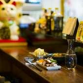手間ひまをかけた料理の数々と、種類豊富なお酒を気軽に味わえる