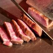 A5ランクの和牛をはじめ、厳選された肉を楽しめる『鉄板焼(肉)』