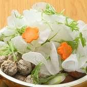 素材のおいしさを堪能。さっぱりとした味わいの『マダム鶏子のだんご鍋』