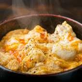 炭火焼きした芳ばしい軍鶏肉と、色味の濃い玉子が織り成す上品な味わい『親子丼』