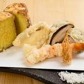 素材本来の旨みや食感を活かした、絶妙な揚げ加減が秀逸な『天ぷら5種盛り合わせ』