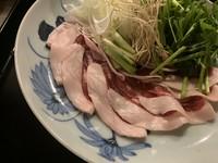 「ねぎま」とは、ネギとまぐろのこと。昔から東京で食べられてきた鍋料理を、上品にアレンジした逸品です。まぐろを鰹出汁にくぐらせることで程よく脂が抜け、すっきりとした旨みを堪能できます。