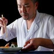 「東京の郷土料理とは何だろう?」との疑問から始まった料理への探求。東京を一地方としてとらえ、古くからこの地に伝わる料理や食文化を楽しんでもらえるよう努めています。