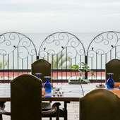 瀬戸内の海を眺めながら、ゆったりと食事を楽しむ時間