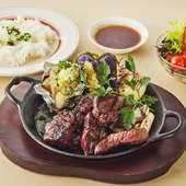 低温で溶けていく脂はサラリとしており、肉の甘みを引き立たせている『淡路ビーフ』