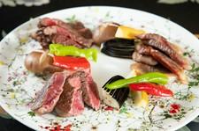 大人のための上質空間で、音楽家たちによるジャズの生演奏をお楽しみいただけます。