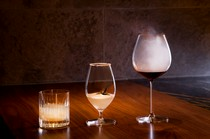 ワイン、日本酒、焼酎のほか、カクテルも含まれるペアリング