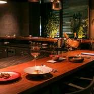 デートやプロポーズ、結婚式の二次会など特別な日の食事場所としてふさわしいレストラン。席は広めに設えられているので、隣席を気にすることなく、大切な人と一緒にゆったりとした時間を過ごせます。